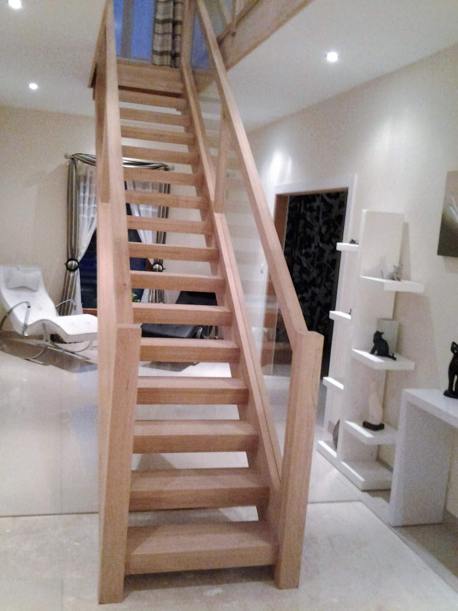 Escalier de bois intérieur